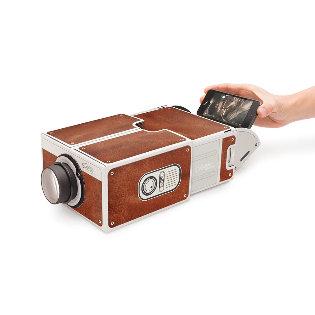 smartphone-projector-2-0-cinema-in-a-box-02